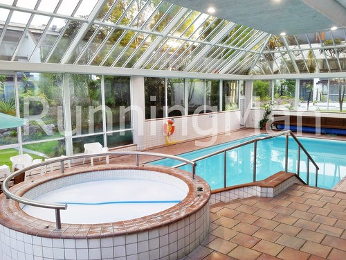 Copthorne Commodore Hotel 04 - Swimming Pool