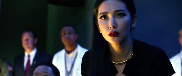 Su Yueming (Bingbing Li) is among the humans caught in the war between the Autobots and the Decepticons in TRANSFORMERS: AGE OF EXTINCTION.
