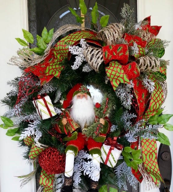 Santa claus red and green christmas greenery wreaths christmas wikii - Admirable christmas wreath decorating ideas to welcome the december ...