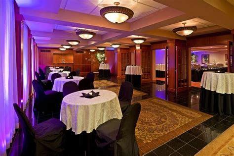 cocktail hour  windsor ballroom   holiday inn