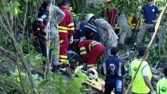 Acidente com ônibus deixa 8 mortos e 23 feridos na BR-101, no ES