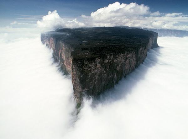"perierga.gr - Ένα σπάνιο... ""επιτραπέζιο"" βουνό!"