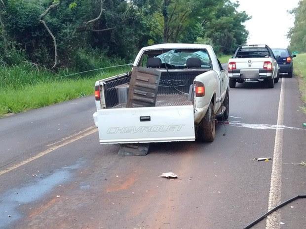 Motorista estava sozinho no veículo e morreu no local do acidente (Foto: Polícia Rodoviária Estadual/Divulgação)