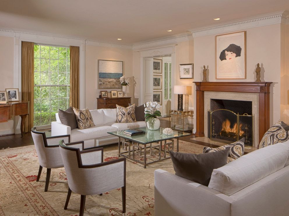 PHOTO: The living room inside Taylor Swifts $25 million mansion in Beverly Hills.