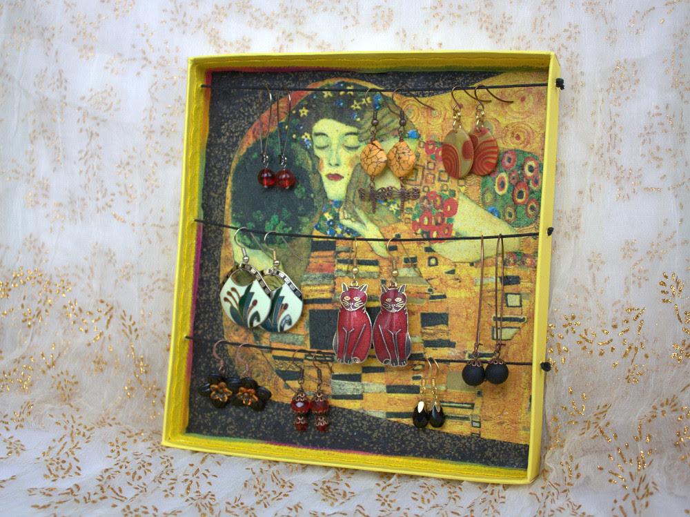 Jewelry holder / EHTEHOIDJA