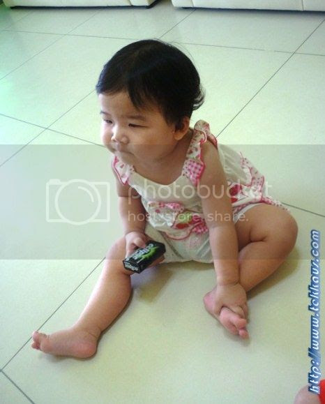 photo BabiesWatchingTV04_zps4eac22df.jpg