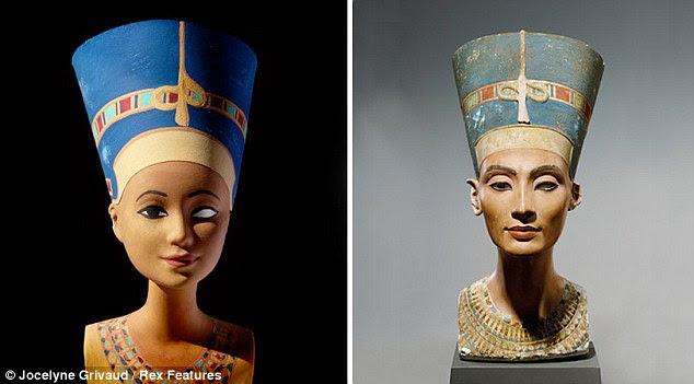 Real Barbie: Barbie imita o famoso busto de Nefertiti, que era o consorte chefe Grande Real Esposa do faraó egípcio Akhenaton.  Ms Grivaud cresceu brincando com as bonecas Barbie e gostava de vestir-los com roupas que sua mãe tinha feito para eles