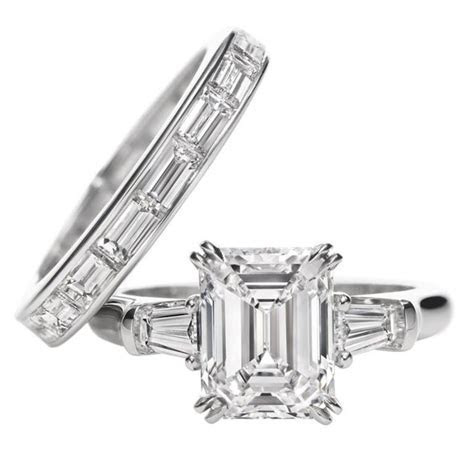 Harry Winston Classic Winston, Emerald cut Ring. Emerald