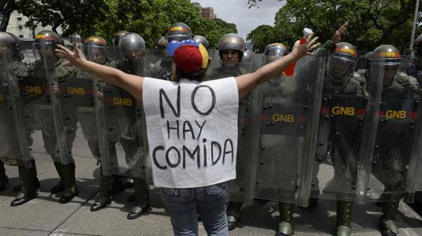 Los venezolanos reclaman por la escasez, la inseguridad y la inflación (AFP)