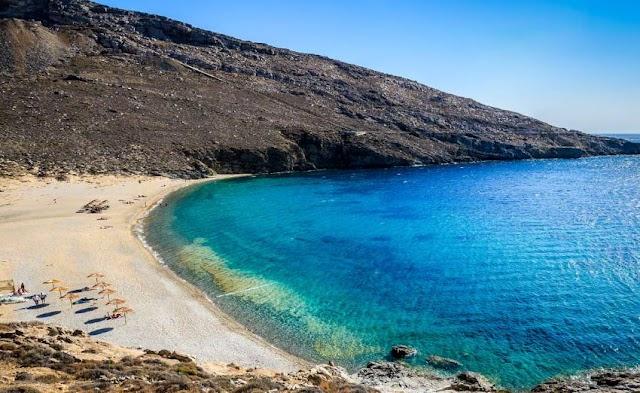 Στη Σέριφο η πρώτη ελληνική παραλία όπου απαγορεύτηκε το κάπνισμα – Ειδική ζώνη για καπνιστές