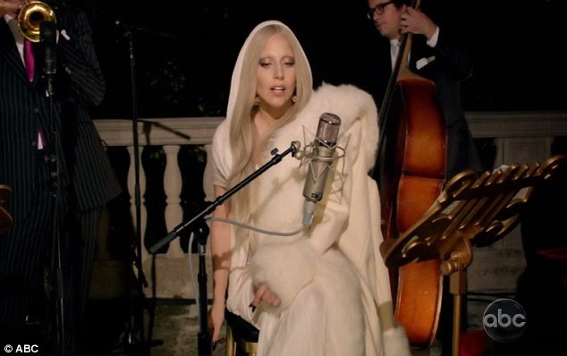 Manter as coisas privadas: A cantora se recusou a comentar sobre sua vida amorosa e disse que ela nunca faz