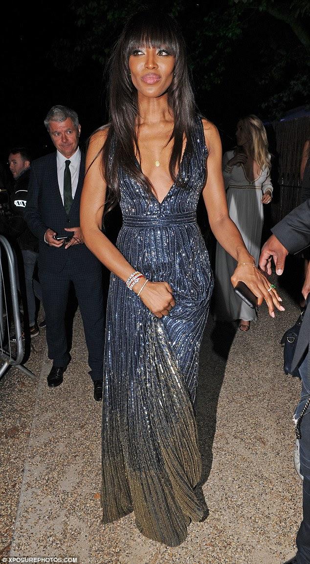 Ainda o melhor: A supermodelo (foto em Londres em julho) tem desfrutado de três décadas de sucesso como modelo e filantropo