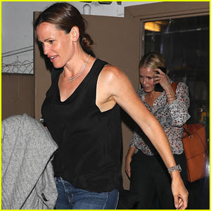 Jennifer Garner Has Girls Night Out with Chelsea Handler
