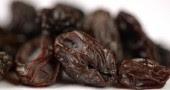 3.Uvetta: 60 uvette contengono 1 grammo di fibre e 212 mg di potassio e sono raccomandate per fermare l'ipertensione. I polifenoli contenuti in uva, vino e succhi di frutta aiutano il sistema cardiovascolare abbassando la pressione sanguigna (Foto: Tim Boyle/Getty Images)