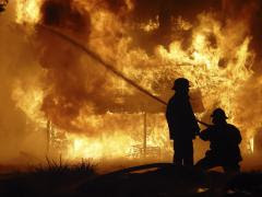 INCENDIU la Clubul Colectiv. Mărturia unui martor: A luat foc tavanul, s-au călcat oamenii în picioare la ieșire