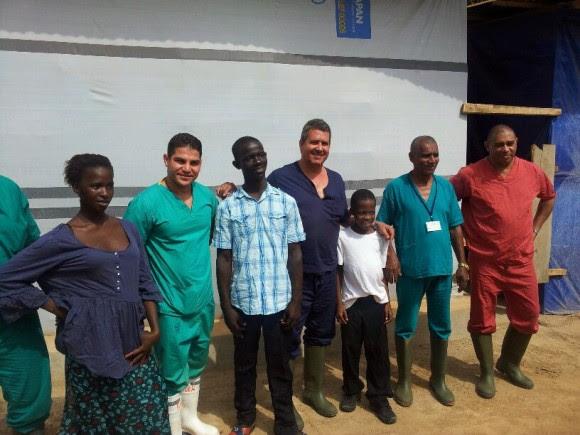 Jaruco médico Rivers Rotceh os primeiros licenciados em pacientes de hospitais cubanos em Serra Leoa.  Foto cortesia do Dr. Rivers