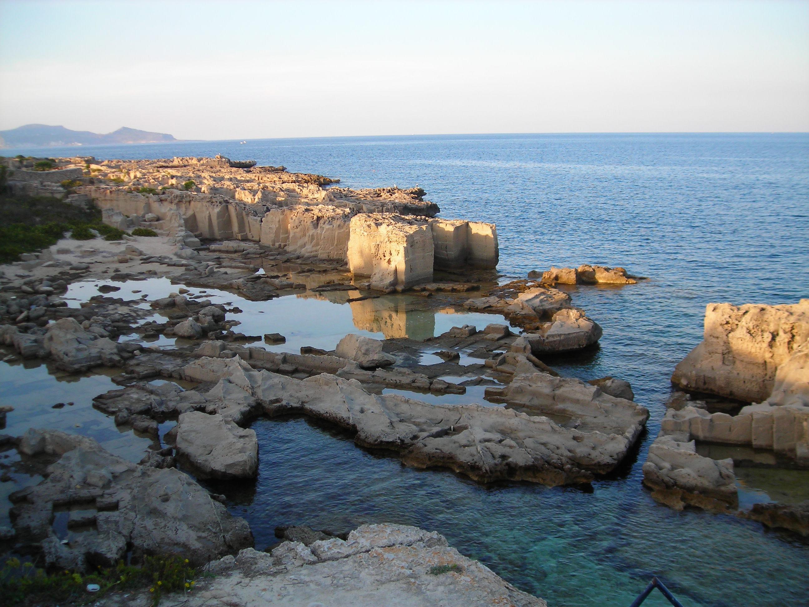http://upload.wikimedia.org/wikipedia/commons/0/0a/Sicily_-_Favignana_-_Cala_Rossa.jpg