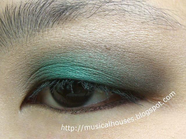 MUFE Blue Sepia eye look side