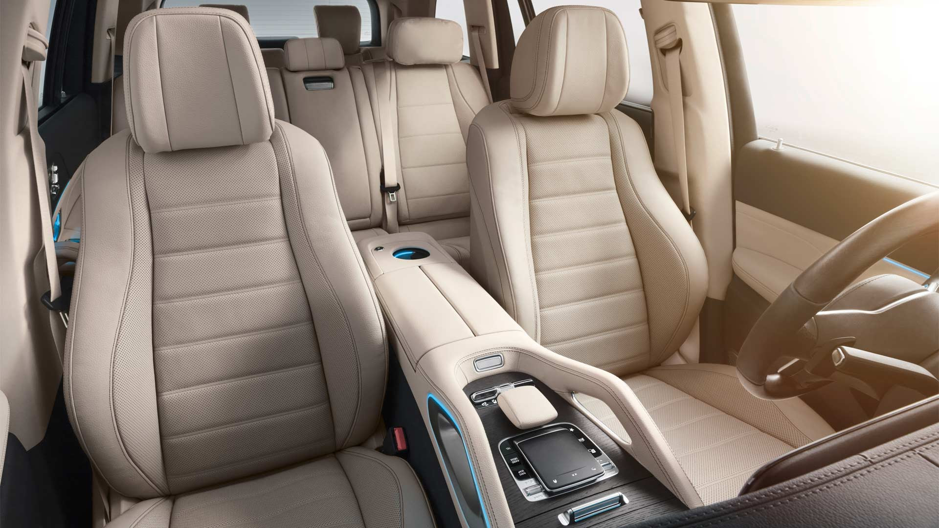 New Mercedes-Benz GLS debuts with large dimensions - Autodevot