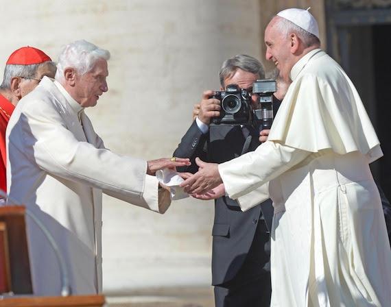 Resultado de imagen de benedicto xvi en la misa de los abuelos del vaticano