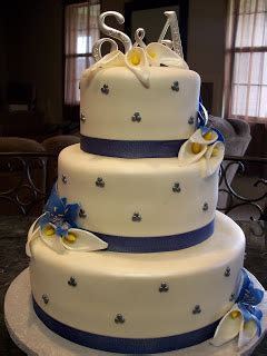 MyMoniCakes: Calla Lilly & Blue Star Gazer Lilly Wedding Cake
