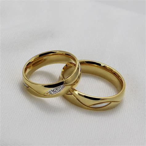 Izyaschnye wedding rings: 18k gold wedding ring sale