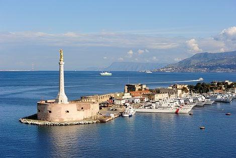 Adozioni: comprano bimbo romeno, 8 fermi a Messina