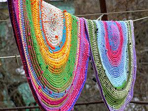 Вязаный коврик из футболок и остатков пряжи (яркий и необычный способ) | Ярмарка Мастеров - ручная работа, handmade