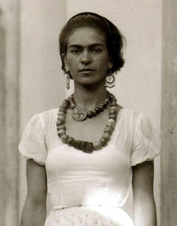 indypendent-thinking:Frida Kahlo, 1929