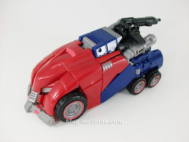 Transformers Cybertronian Optimus Prime Generations Deluxe - modo alterno