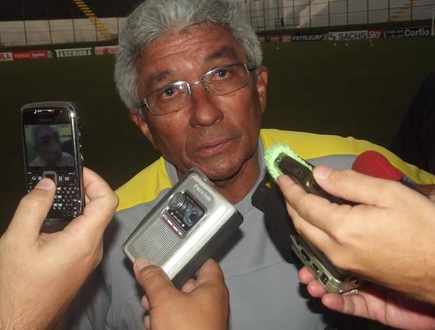Givanildo quer garantir logo uma vitória contra o Boa (Foto: Matheus Magalhães/GLOBOESPORTE.COM)