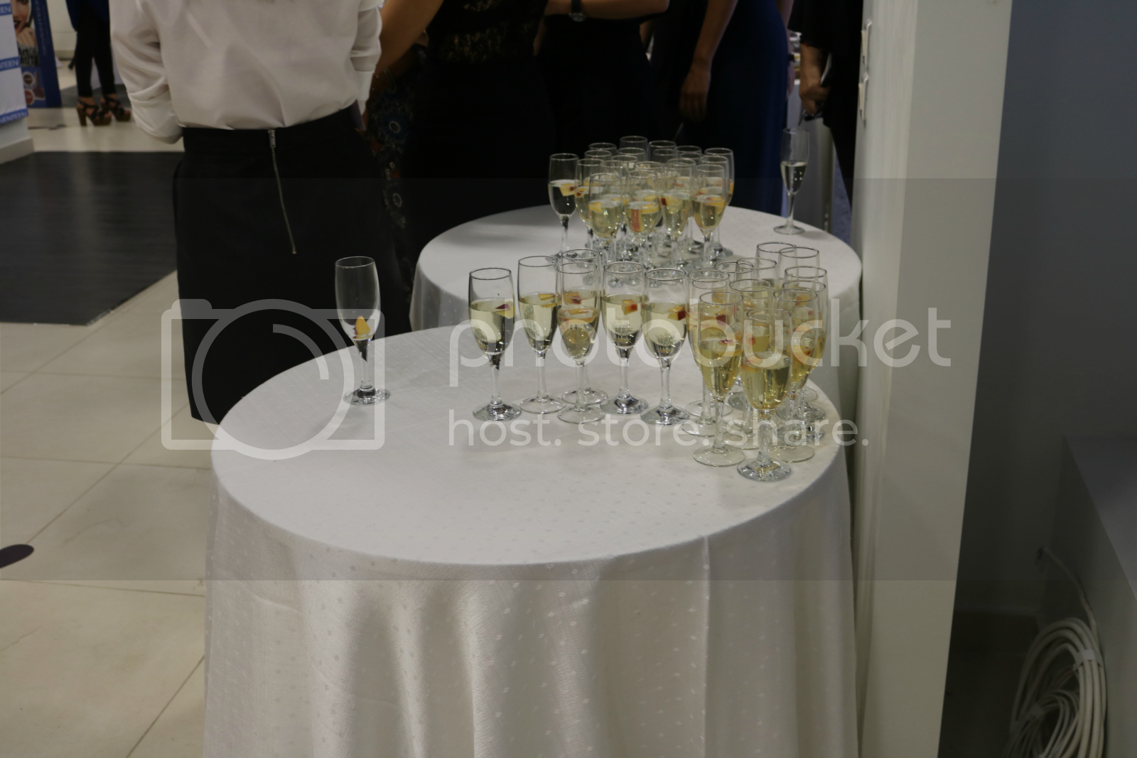 Champagne flutes.png