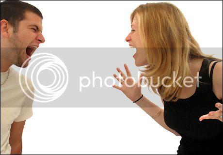 Komunikasi yang kurang bagus sering menjadi pangkal utama masalah  muncul antara pasangan suami istri