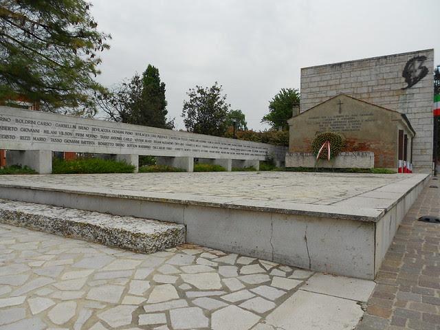 Sacrario a ricordo delle 43 vittime uccise 15 ottobre del 1944 a Villamarzana