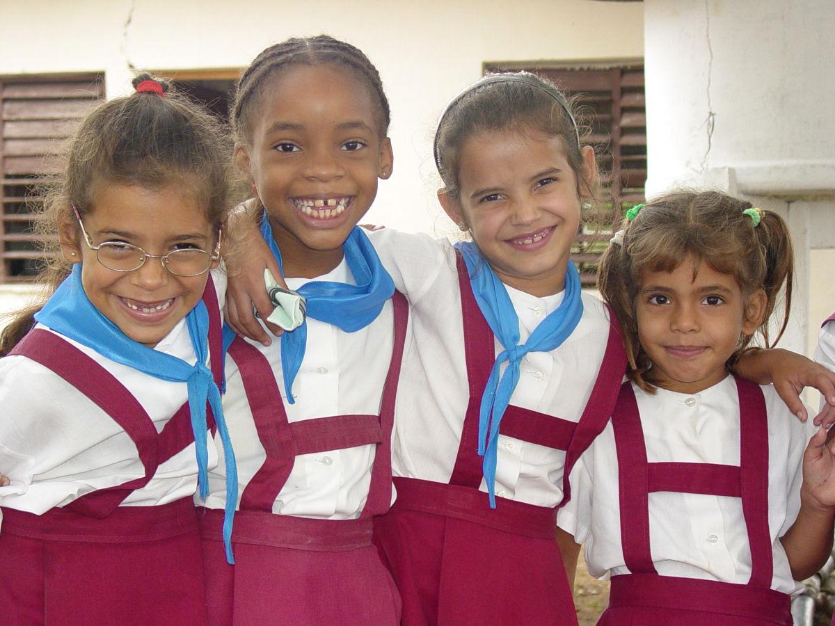 Como são os uniformes escolares em alguns países ao redor do mundo 24