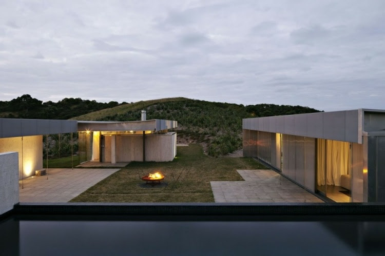 home 16 Island Retreat by Fearon Hay Architects