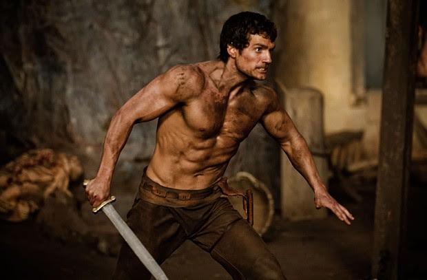 Henry em cena de Os Imortais, quando ainda tinha o corpo mais definido do que musculoso (Foto: Reprodução)