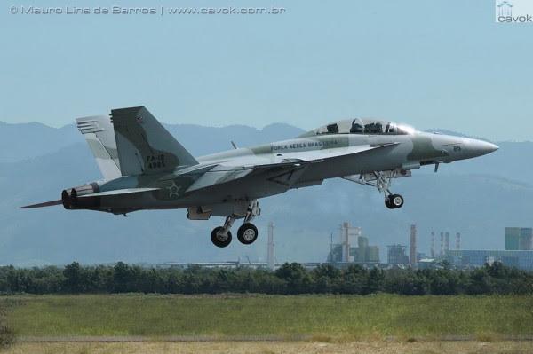 Montaje de un Super Hornet con los colores de la FAB, desde la Base Aérea de Santa Cruz. (Foto: Mauro Lins de Barros / Cavok)
