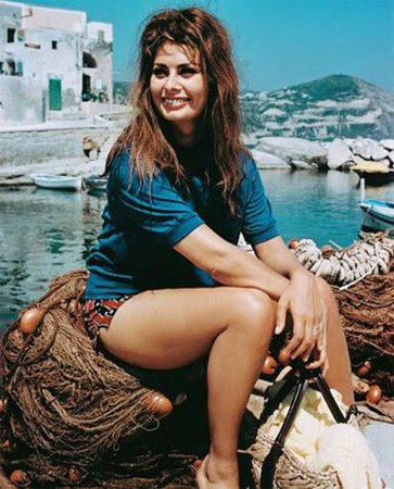 http://the100.ru/images/actors/id356/3542-Sophia-Loren-Photograph-C10048317.jpeg