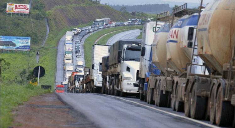Resultado de imagem para Caminhoneiros autônomos fazem paralisação nacional a partir de segunda-feira