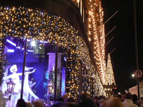 vitrines illuminées Harrods.jpg