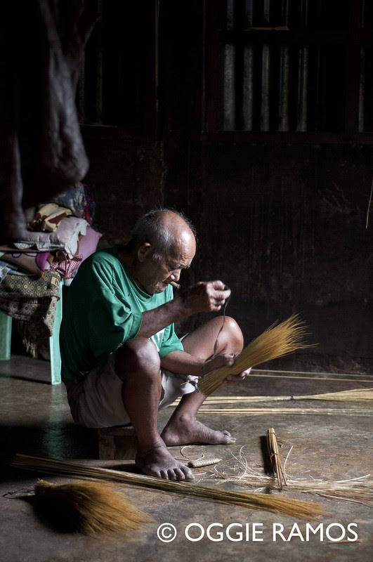 Buscalan - 93 year old Broommaker