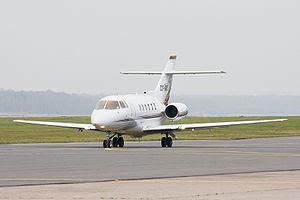 O modelo do avião: até 8 passageiros, cabine ampla e com sofá
