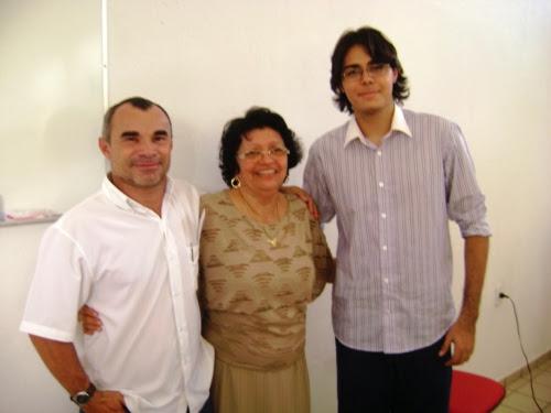Vereador de Lajes e Professor Canindezinho, Diretora da 8ª DIRED Profª Raimunda Gomes e o escritor e professor Modesto Neto durante o evento