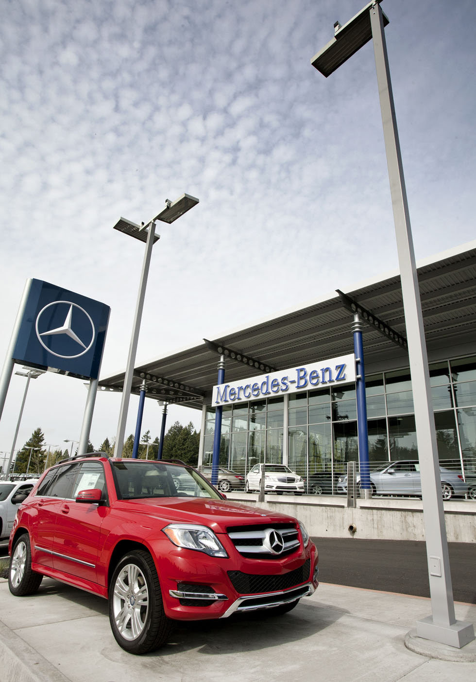 Mercedes-Benz opens sleek Beaverton location | OregonLive.com