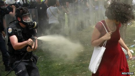 Turkish policeman spraying tear gas against a woman in Istanbul, 28 May 2013