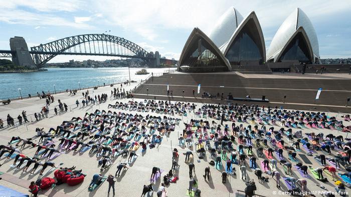 Australien Sydney Menschen machen Yoga (Getty Images   /AFP/W. Teodoro)