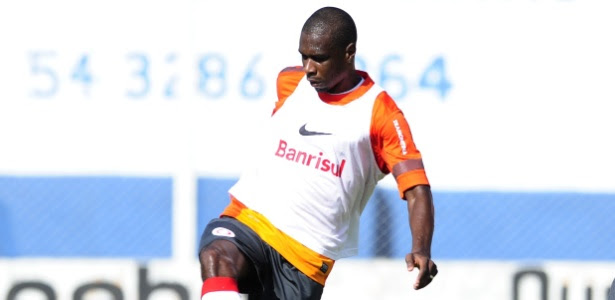 Zagueiro está recuperado de dores musculares e pode fazer sua estreia na temporada