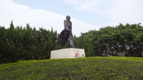 鄧小平の銅像