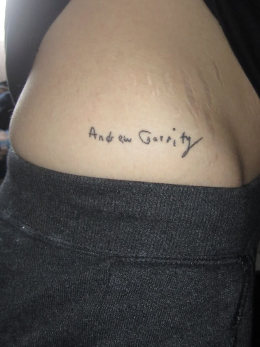 Small Name Tattoo Design On The Hip For Girls Tattoomagz